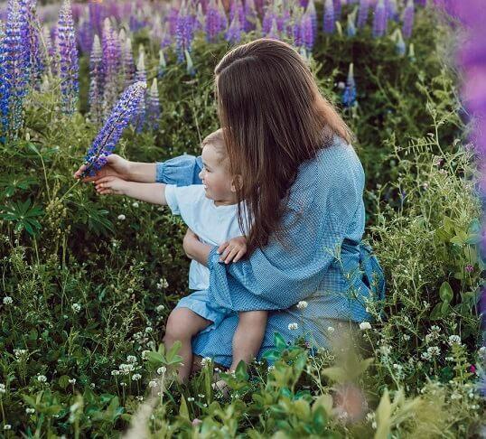 ser mujer y ser madre en la sociedad actual